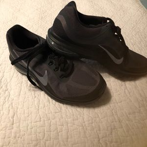 Nike Max Dynasty 2 Black and Gray